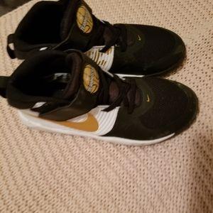 Nike hustle sneakers